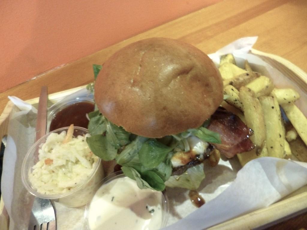 Wielki, ostry i bezwzględny – Ponury Żniwiarz w Barn Burger