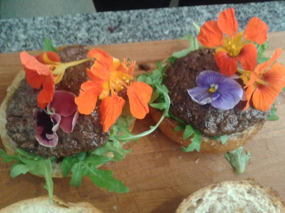 Krowa w kwiatach, czyli hippie burger