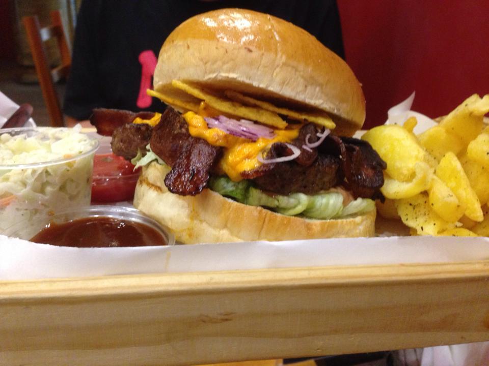 Poranek Kojota i Bacon BBQ, czyli Marcin burgery testuje