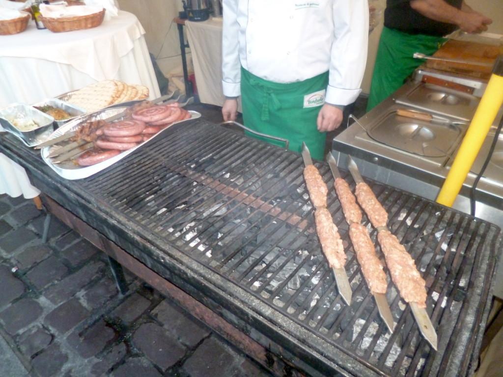Po węgiersku, po kurdyjsku – street foody na krakowskim Małym Rynku