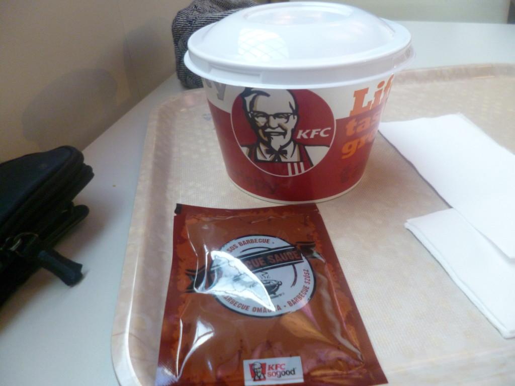 Kurczak a la Bond, czyli Shake it w KFC