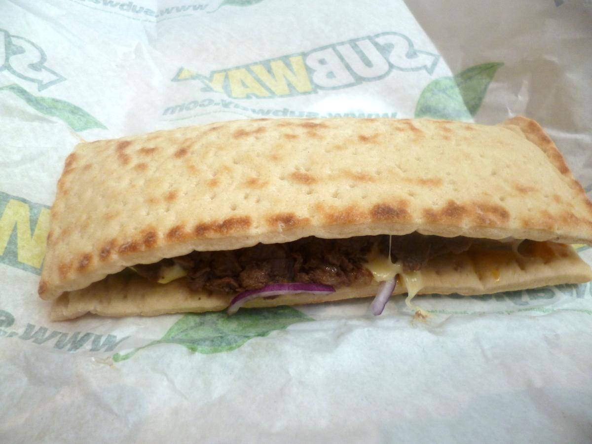 Prawie jak Philly Cheese Steak, czyli flatbread ze stekiem w Subway