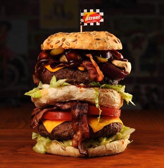 Piękni i Bestia, czyli Marcin i Qń vs Combo Tower Burger