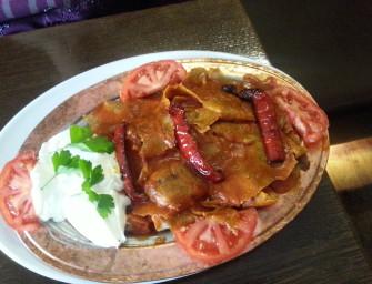 Lahmacun, iskender i falafel, czyli wizyta w Kebab King