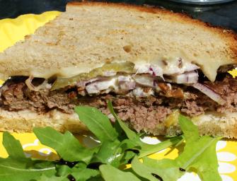 Qń stawia na lokalność  konsumując Wuchta Burgera