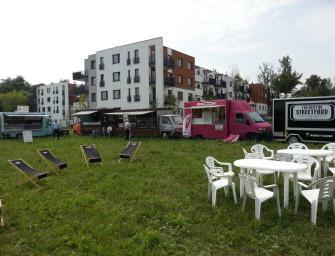 Piknik z food truckami na Osiedlu Naturalis w Łomiankach