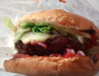 Cheese Bacon w Łódzkich Burgerach – jest nieźle, ale może być lepiej.