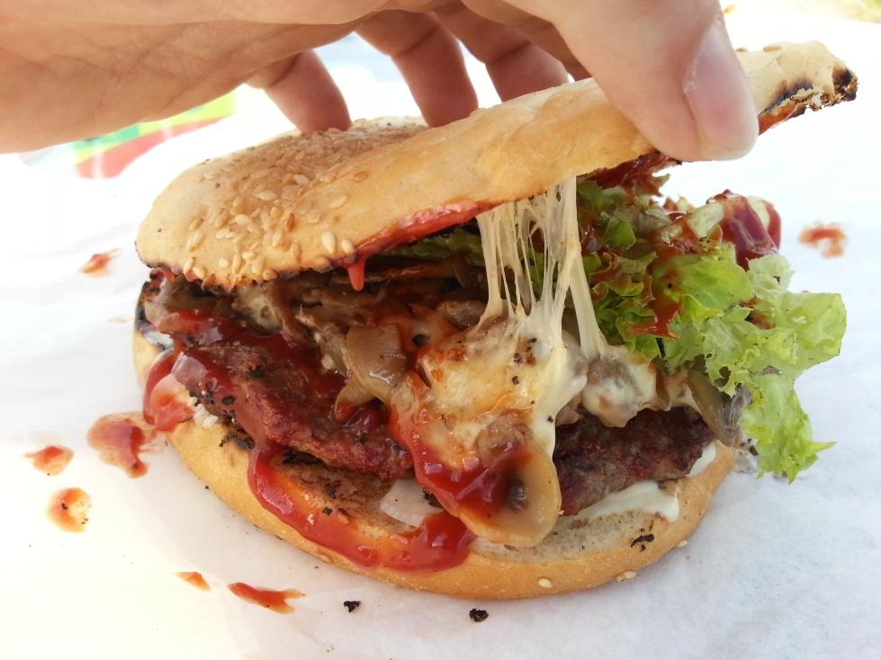 tomburger burger momo1