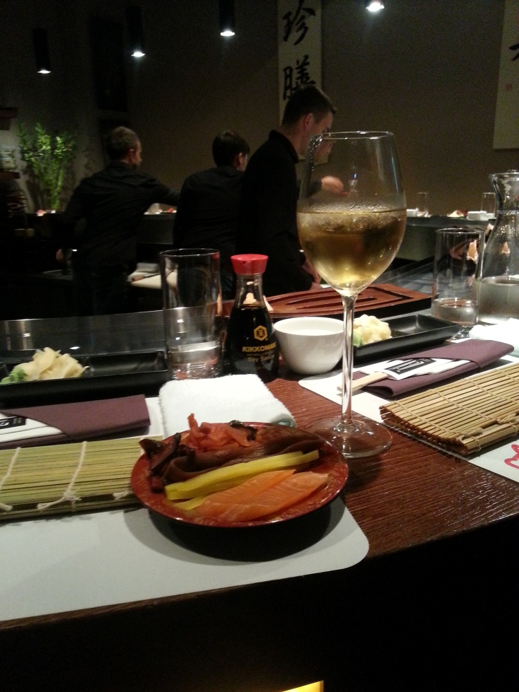 http://streetfoodpolska.pl/web/wp-content/uploads/2014/09/wino-i-składniki-sushi.jpg