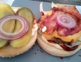 """Kołobrzeski """"Zakątek"""" z burgerami"""