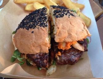 Tak smakuje dobry burger, czyli Adam w Po Byku Burger