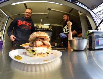 Czapki z głów – nadjeżdża Fit Fat Food Truck