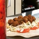 Co nowego w street foodzie? Kuchnia żydowska, placki z buraka, kurtosze i pierogi.