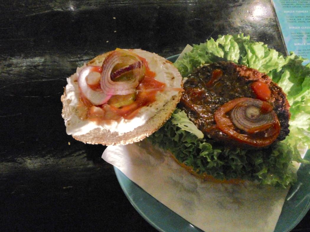 http://streetfoodpolska.pl/web/wp-content/uploads/2016/06/HM-Burger-Otwarty-1050x788.jpg