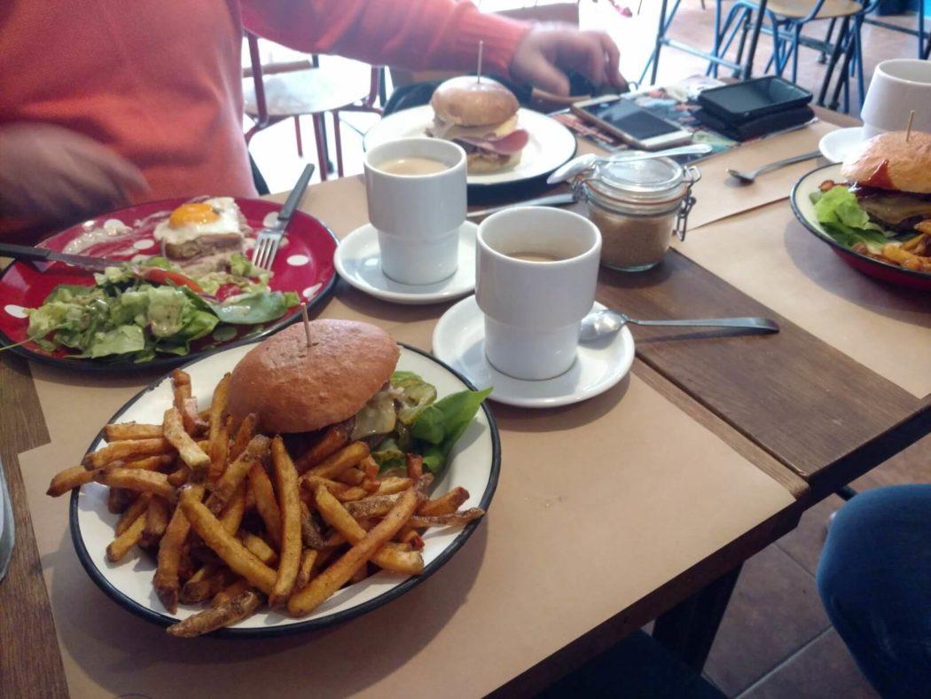 http://streetfoodpolska.pl/web/wp-content/uploads/2017/04/ónadaniowa-wyĺerka-Burger-Co-Kielce-1050x788.jpg